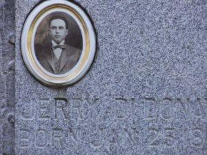 Gravestone for Geremio